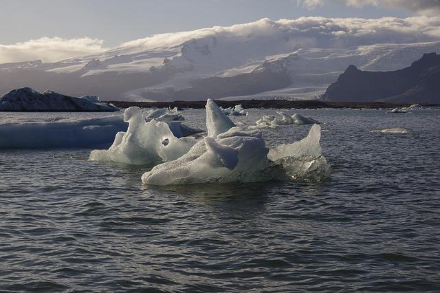 La fonte des glaces au Pôle Nord et ses lourdes conséquences concernant les ressources en eau douce